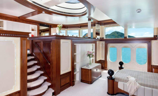 Image for article 40m Feadship & 61.5m Amels sold