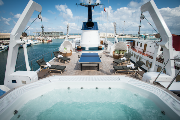 Image for article €2.9 million price reduction & CA change for 60.6m Feadship