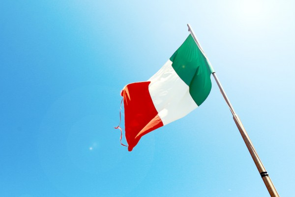 Image for article Italy changes direction on refresher training