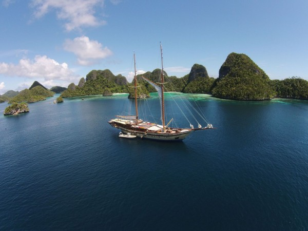 Image for article S/Y 'Lamima' gives back