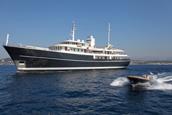 Image for article A flurry of activity on 60m+ yachts closes Q1