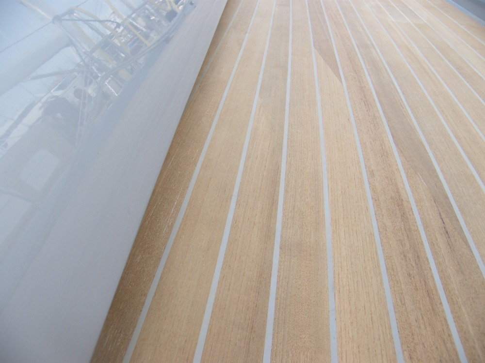 Image for article Teak decks: grey caulking vs black caulking