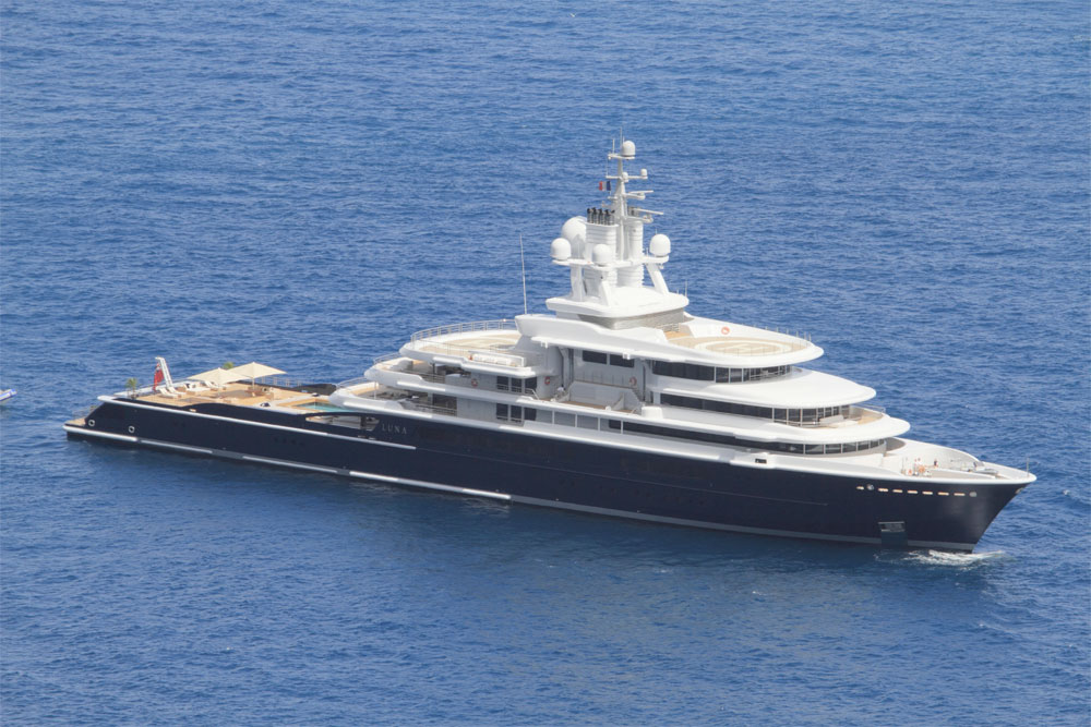 Image for article Passports returned to superyacht crew caught up in divorce dispute