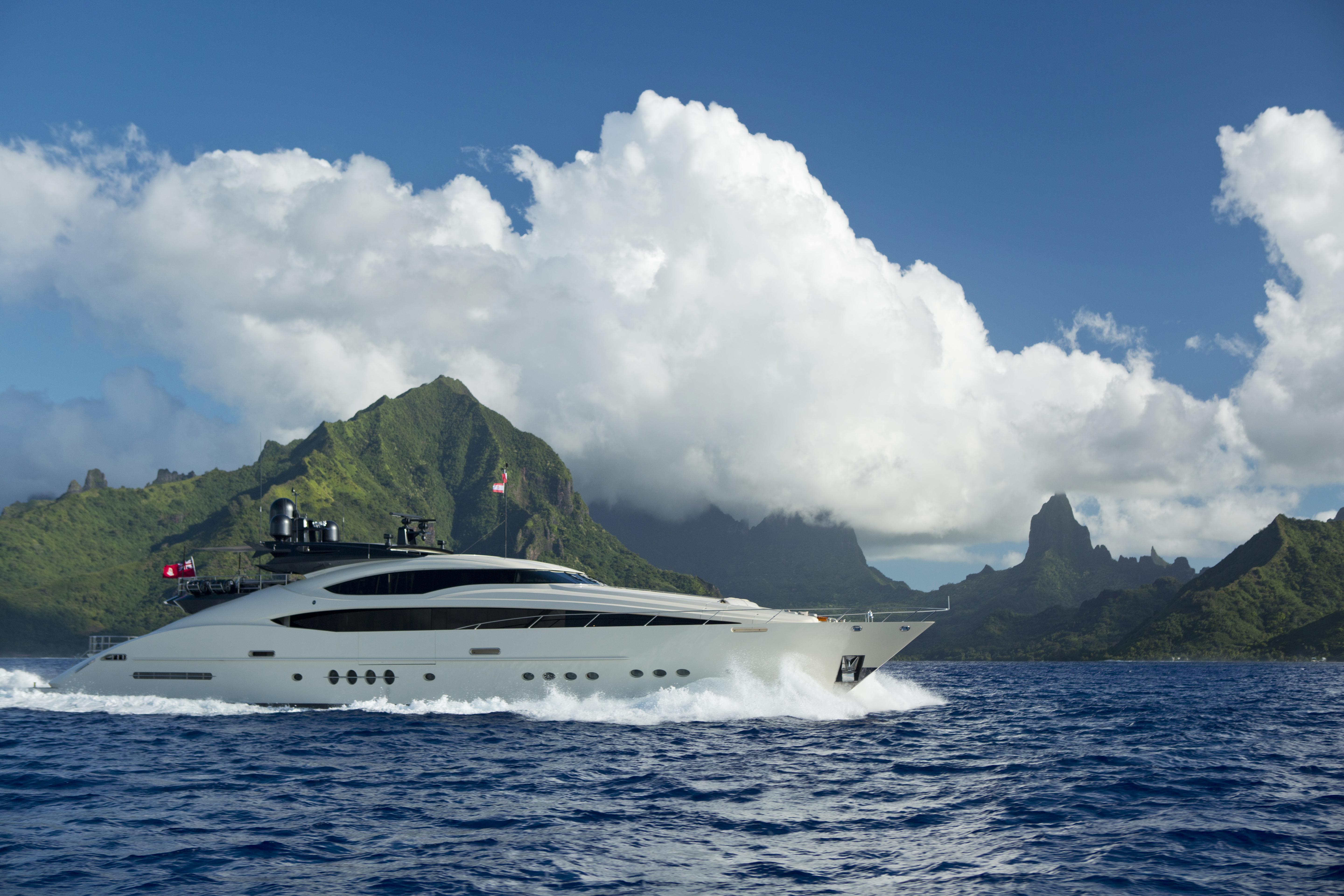 Image for article On display at the MYS: 45.7m Vantage