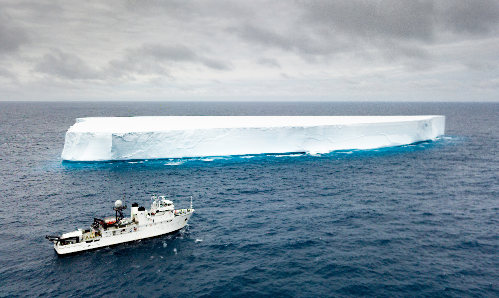 Image for article The Five Deeps Expedition continues to make history