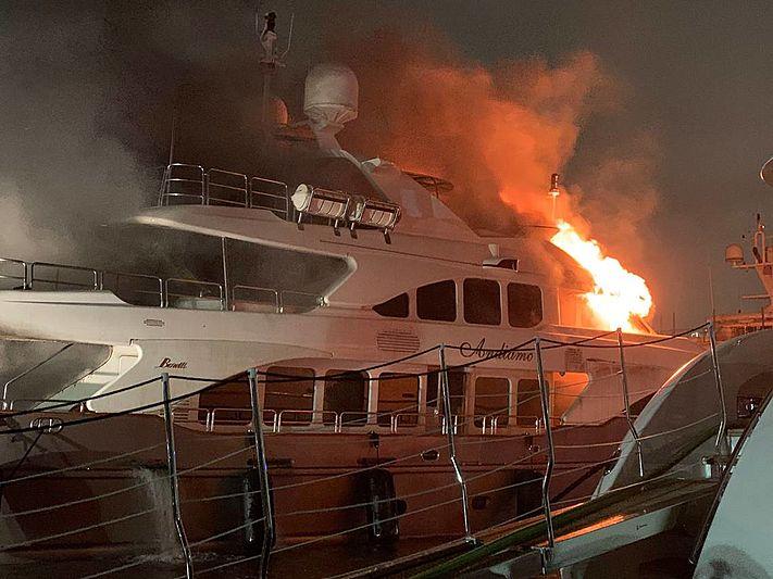 Image for article 37m 'Andiamo' ablaze in Miami