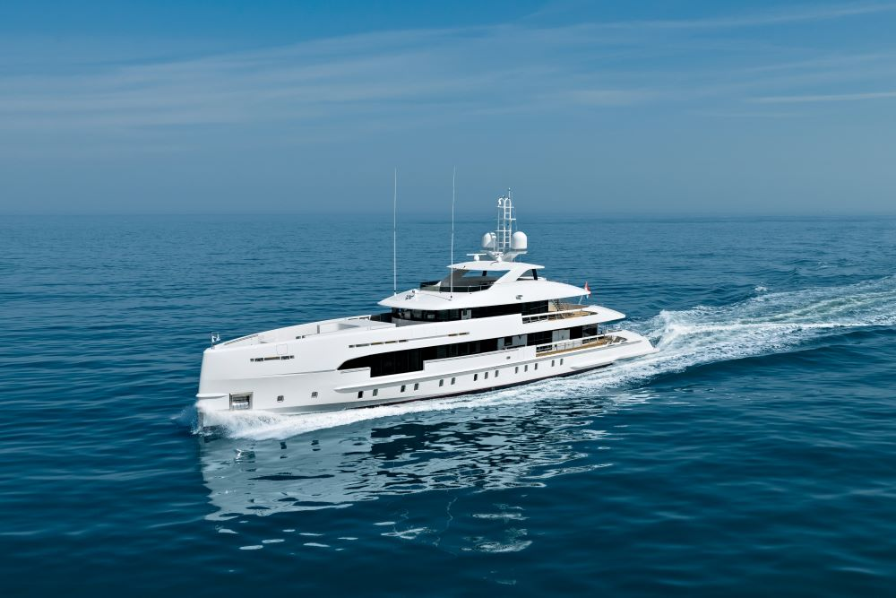 Image for article Heesen delivers 'Amare II'