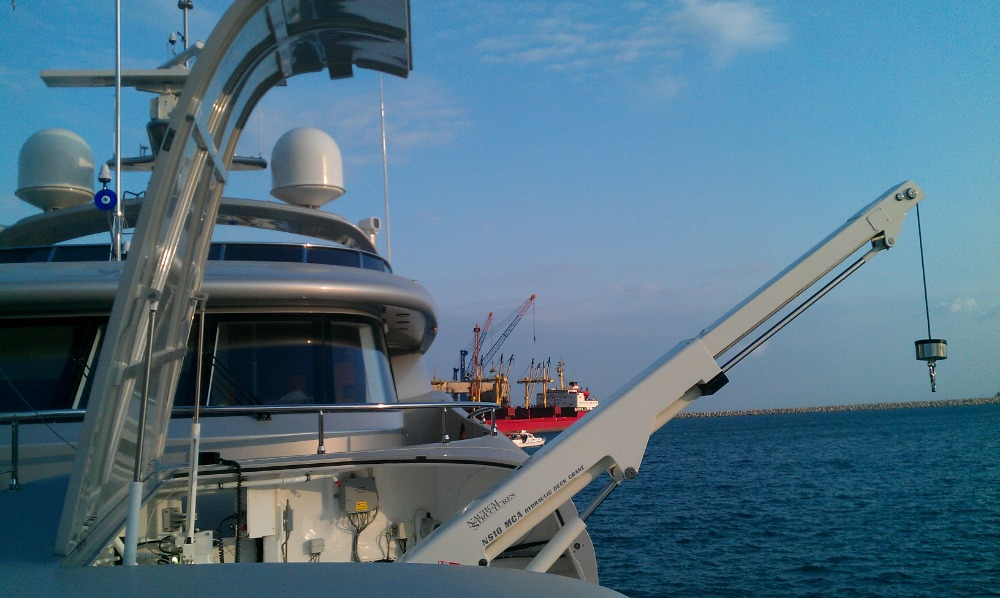 Image for article Superyacht cranes with 2:1 strength-to-weight ratios