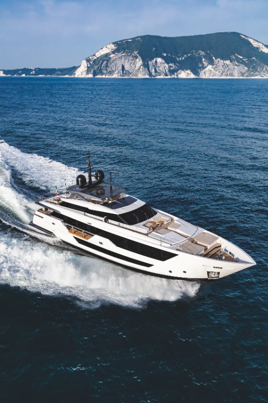 Image for article Custom Line 106' embodies hydrodynamic performance
