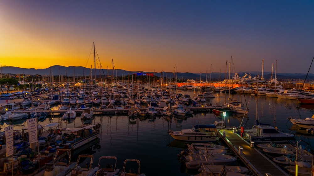 Image for article New regulations for superyachts entering French ports